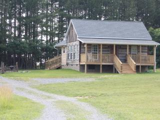 120 Acre Farm 27 miles Nashville, WiFi, Peaceful