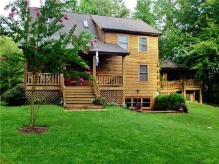 Rustic 3BR Sandy Hook Log Cabin w/Private Outdoor Pool, Wifi, Fire Pit & Separate Screened-in Lodge - Sleeps 25, Perfect for Entertaining! Near Wineries & Other Attractions