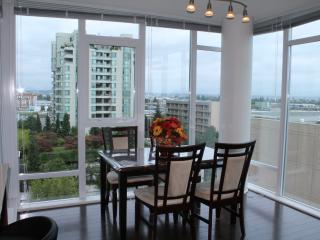 3BD/2BA Air-conditioned Apt by Sheraton Hotel, Richmond