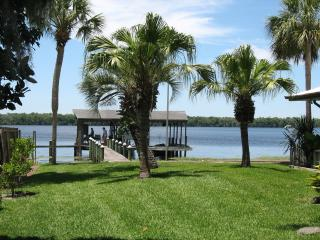INVITING ST. JOHNS RIVER / LAKE GEORGE HOME & DOCK, Crescent City