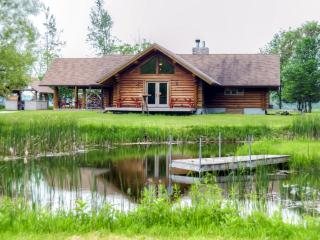 Spacious & Secluded 2BR Valders Log Home w/Wood Fired Oven & Multiple Decks - Easy Access to Sheboygan & Whistling Straits Golf!