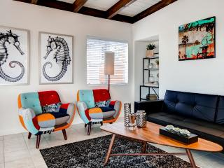 Remodeled & Trendy Manhattan Beach Townhome w/New Furnishings, Wifi & Ocean Views - Outstanding Location! Walk to the Beach & Pier