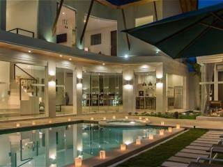 LUXURY 4 Bedroom Villa in Seminyak + Driver