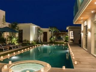 LUXURY 4 bedroom Villa Seminyak + Driver