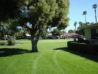 ET68 - Rancho Las Palmas Country Club - 2 BDRM, 2 BA, Rancho Mirage