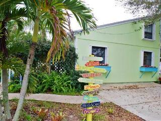 Tropical 1BR Hobe Sound Guest Cottage w/Private Courtyard - 1 Mile from the Beach, Perfect for Exploring the Best of Florida!