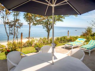 'The Stella House' Inviting Beachfront 4BR Wading River House w/Wifi, Multiple Large Decks & Breathtaking Views - 15 Minutes Away from Vineyards & Just Steps Away from a Pristine Private Beach!