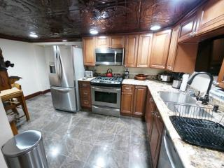 Unique 2BR Crafton Apartment w/Wifi, Custom Stone Patio, Infrared Grill, Nice Decor & Jacuzzi Bathtub - Amazing Location Just 4 Miles from Downtown Pittsburgh!