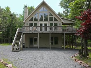 Ski Chalet near in Lake Harmony, summer retreat, Lago Harmony