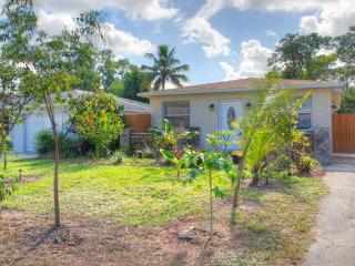 Completely Renovated 3BR Naples Home *Short Bike Ride to Vanderbilt Beach & Wiggins Pass State Park, Nápoles