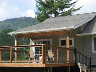 Charming Manzanita Oregon Beach House- Treehouse..