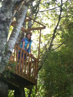 girl in treehouse