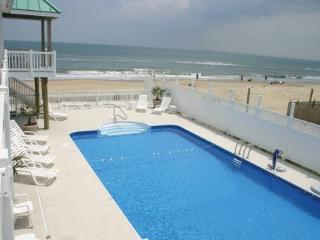 *** GORGEOUS Oceanfront Home w/ POOL, Virginia Beach