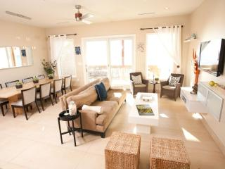 Awesome 6 Bedroom 6 1/2 Bath Condo on the Bay!, South Padre Island