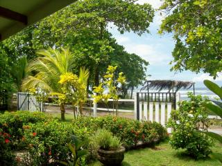 tranquil beachhouse near Jaco & Manual Antonio