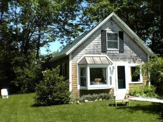 Charming Cottage in the Village of Vineyard Haven