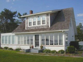 OCEANFRONT! Spectacular scenery. Sleeps 8, Biddeford