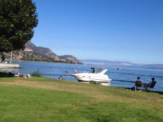 Beach Ave Castle B & B : Okanagan Valley Lake Front Luxury, Spacious, Media RM., Peachland