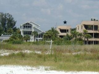 Three bedroom house directly on beach with gulf vi
