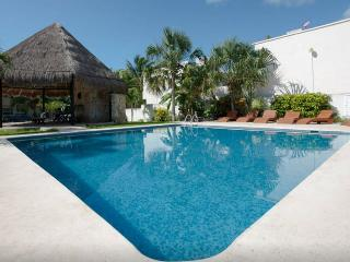Brand NEW! House w/pool only 7 min from the beach!, Playa del Carmen