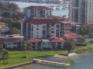 Spacious updated waterfront 2 bedroom 2 bath condo, Tierra Verde