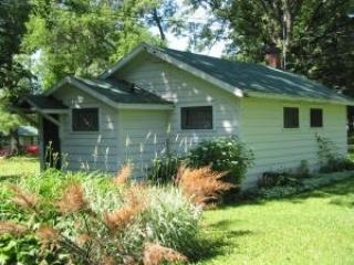 Lakeside 2BR Cabin Bluegill Capital of Wisconsin!