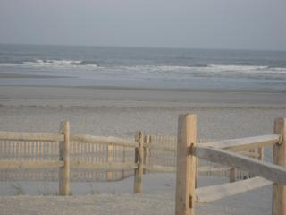 Beach block condo sweet and ready for YOUR vacation. Book today!