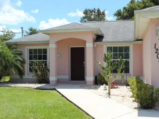 3 bedroom 2 bathroom pool home close to golf, North Port
