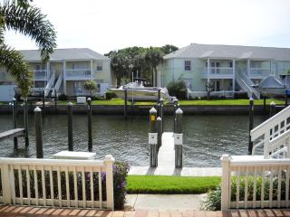 Waterfront condo in gated community on Tampa Bay, St. Petersburg