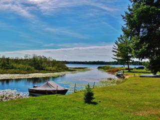 15% Off! Outstanding Location- 2BR Hale Cabin w/Access to Long Lake & Amazing Views!