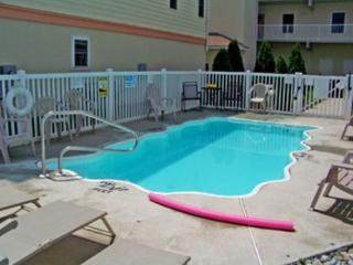 Pool-Out of HGTV-Bikes-Beach Chairs-Elev-Linens Slps 10 Oceanview!