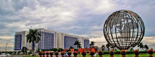 SEA RESIDENCES is a modern tropical resort-residential development at the heart of the Mall of Asia.