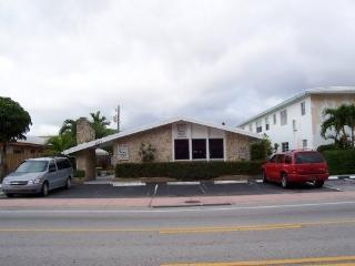 1/1 furn  on A1A ,2blks to beach ,shop ,pier, Lauderdale by the Sea