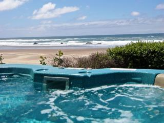 Lincoln City Oceanfront w/ Hot tub & beach access