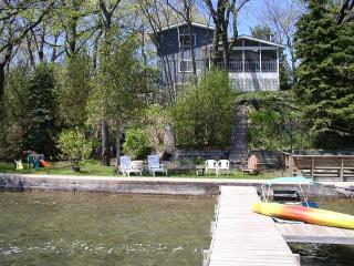 Twin lakes Lakefront Home w/ pier(1.5hr from Chgo), Twin Lakes