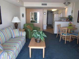 Delux Oceanfront 3rd Floor Condo with Balcony, WiFi-W/D!