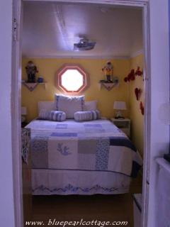 Master   brand new queen gel memory foam mattress (2014)  tv/cable