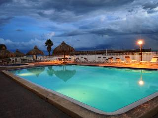 **PERFECT FOR A FAMILY VACATION** 3Br Directly On The Beach