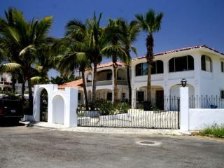 CABO VILLA  4 bdr La Jolla   gated ,walk to beach