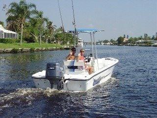 WATERFRONT VILLA,WITH OWN SPORTSBOAT,POOL AND SPA, Cape Coral