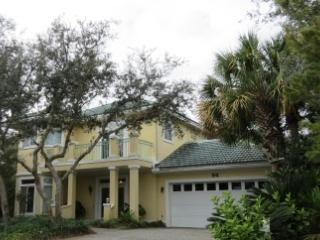 Yellow Bird, 4BR/3BA home! w/Large Community Pool, Destin