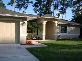 Exquisite 4 bdrm, 2 bath pool home - close to golf, North Port
