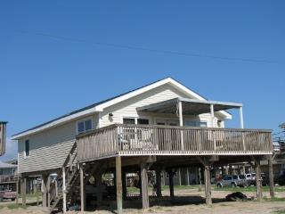 Steps to quiet beaches, Pet Friendly,  Great family home!  Great fishing area!