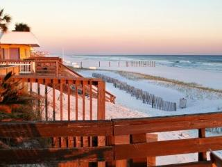 Huge Private Deck on Beach, KBR, Wif, Daily Set Up, Destin
