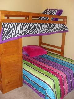 7 Bed | Twin Over Full Bunks