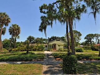 Old Florida Guest Cottage w/Pool- Vintage Property, Sarasota
