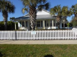 SUNDIAL COTTAGE: Crystal Beach, Destin, Fl.  3/bd 2ba with Private Pool!