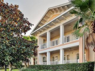 Magical & Relaxing 3BR Reunion Condo w/Wifi, Private Lanai & Resort Pool Access - Only 4 Miles to the Disney Exit! Easy Access to Outlet Malls, Clearwater & Beaches!
