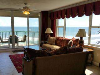 Luxurious Direct Oceanfront w/ Jacuzzi Tub WOW!, Daytona Beach