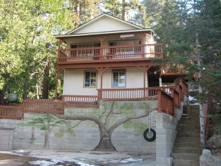 Serenity Nest in Crestline - Pet Friendly, Views